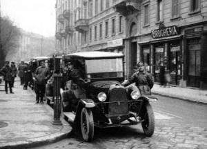 taxi in viale montenero negli anni 1930